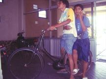 Sepeda ontel di lobi hotel.