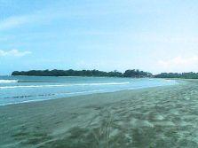 Suasana Pantai Ujung Genteng di pagi hari.