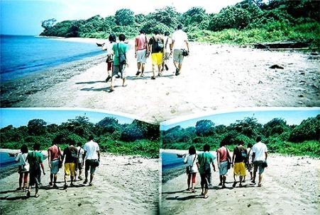 Menyusuri Pantai Ujung Genteng.