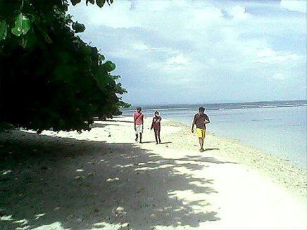Pantai berpasir putih.