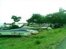 Perahu-perahu nelayan yang tengan menganggur.