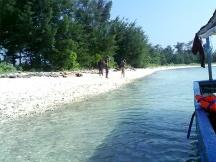 Merapat di Pulau Air.