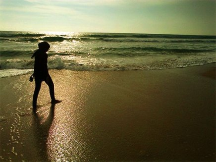 Petang menjelang di pesisir Ujung Genteng.