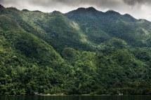 Negeri Saleman yang terlindungi bukit-bukit hijau. Sumber foto dari Flickr oleh Maurice Weststrate.