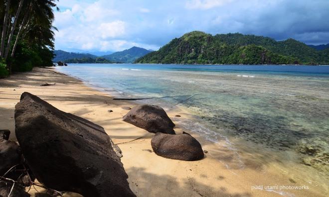 Pulau Sikuai oleh Pudji Utami