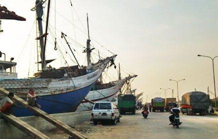 Suasana di Pelabuhan Sunda Kelapa.