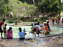 Fasilitas kolam renang dari Mutiara Carita.