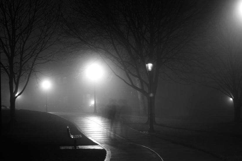 Di Tepian Malam